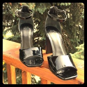Black patent sandal heeled Harlin by MARC FISHER